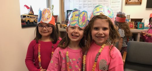 Roslyn Elementary Students Celebrate 100th Day of School with Lots of Fun Garb and Counting Activities!
