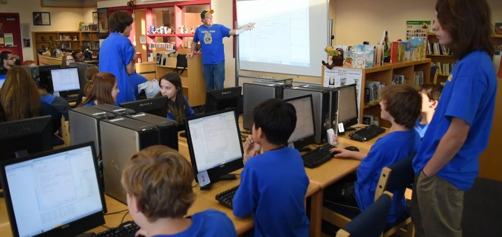 Video: Roslyn Students Learn Coding